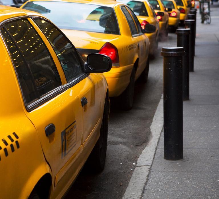 Taksówki ustawione linii prostej